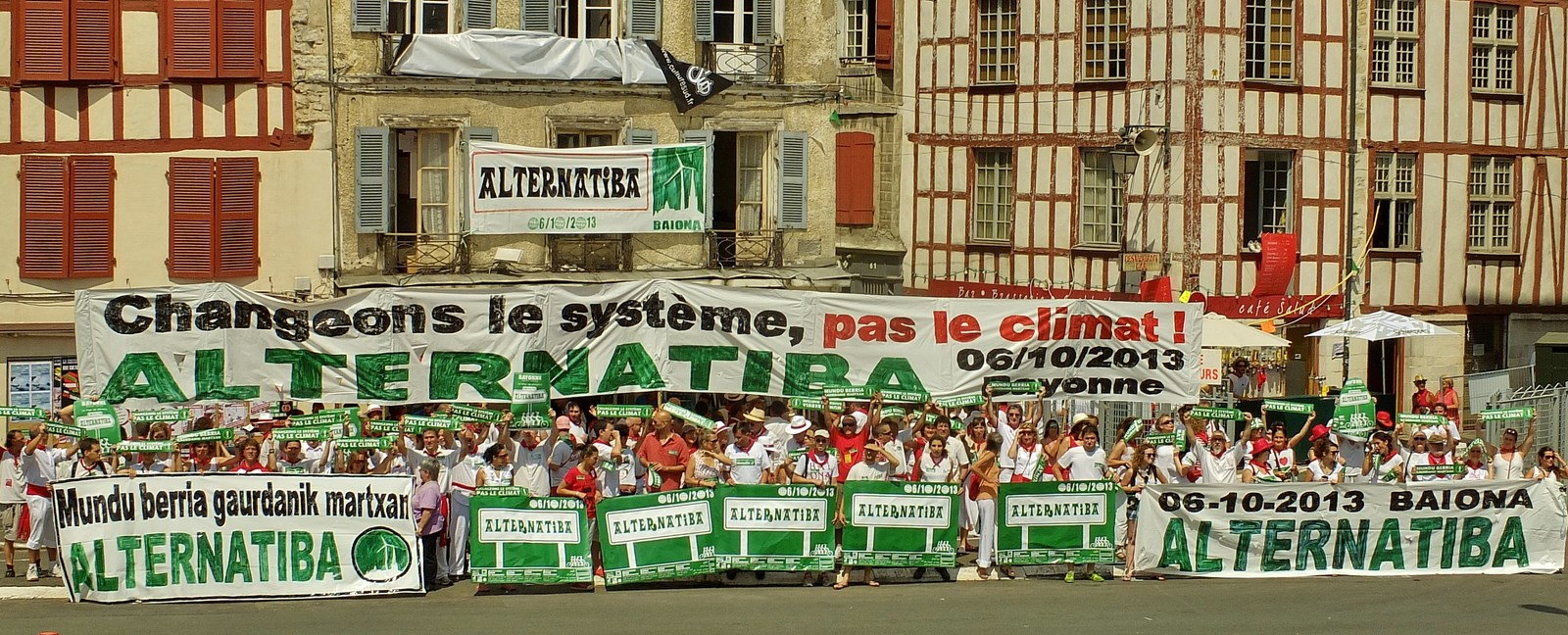Alternatiba_2013_-_Baionako_pestak.jpg