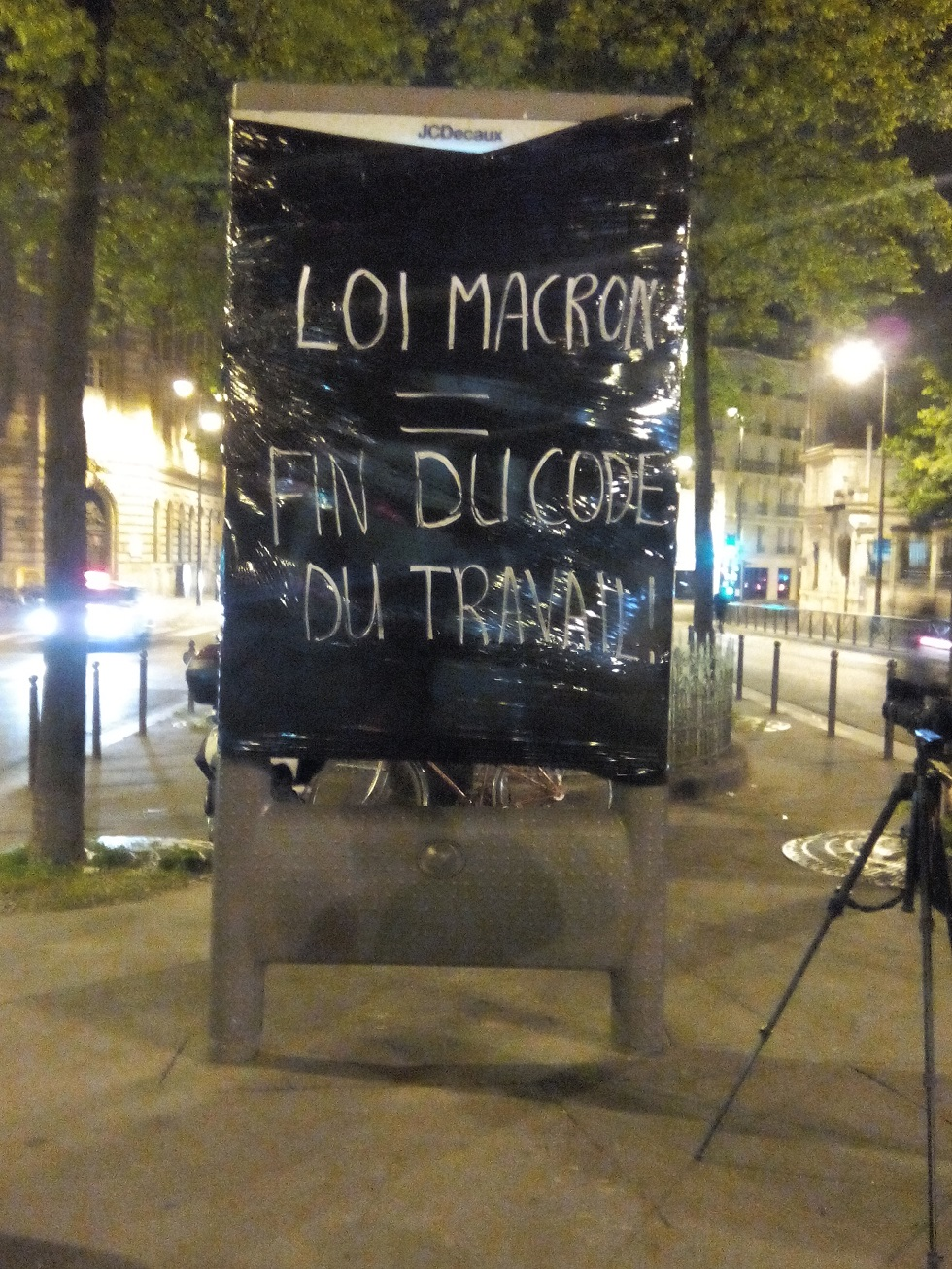 Macron_4.jpg
